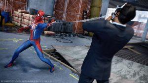 spider man attrape un méchant